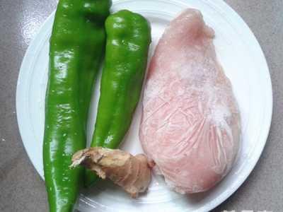 黑木耳电影 黑木耳炒鸡肉片的做法